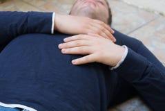 Hombre con un ataque del corazón fotografía de archivo libre de regalías