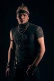 Hombre con un mohawk en estilo del metal Fotografía de archivo