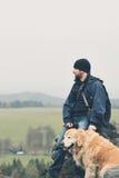 Hombre con un perro Fotografía de archivo