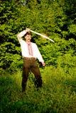Hombre con una espada imagen de archivo