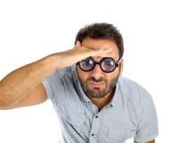 Hombre con una expresión sorprendida y vidrios gruesos fotografía de archivo libre de regalías