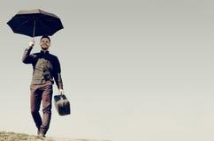 Hombre con una maleta Imagen de archivo