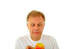 Hombre con una manzana Fotografía de archivo