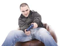Hombre con una palanca de mando para la consola del juego Fotografía de archivo