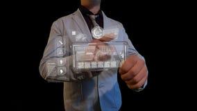 Hombre con una pantalla futurista Imagen de archivo libre de regalías