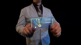 Hombre con una pantalla futurista Fotos de archivo