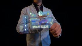Hombre con una pantalla futurista Fotografía de archivo libre de regalías