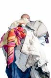 Hombre con una pila de ropa imagen de archivo libre de regalías