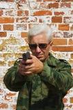Hombre con una pistola Imagenes de archivo