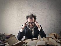 Hombre concentrado fotografía de archivo