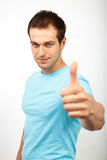 Hombre confiado que muestra la muestra aceptable Foto de archivo