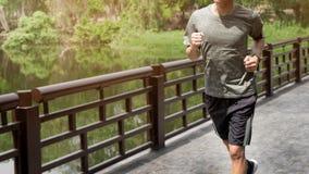 Hombre corriente Corredor masculino en esprintar el entrenamiento de la velocidad para el maratho Imagen de archivo