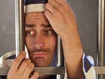 Hombre culpable en la prisión. Imagen de archivo libre de regalías