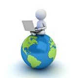 hombre 3d que se sienta en mapa azul del globo y que usa el ordenador portátil Imagenes de archivo