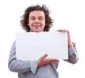 hombre de 40 años que lleva a cabo a una tarjeta blanca Fotografía de archivo