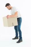 Hombre de entrega que coge la caja de cartón Fotos de archivo