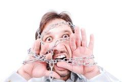 Hombre de griterío encadenado foto de archivo libre de regalías
