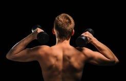 Hombre de la aptitud con pesas de gimnasia Fotografía de archivo libre de regalías