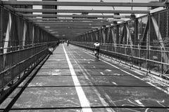Hombre de la bicicleta en un túnel fotos de archivo libres de regalías