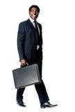 Hombre de la cartera que recorre Imágenes de archivo libres de regalías