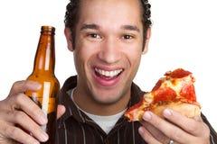 Hombre de la cerveza de la pizza Foto de archivo libre de regalías