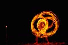 hombre de la Fuego-demostración en la acción con el fuego Foto de archivo libre de regalías