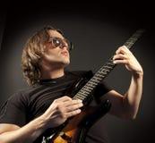 Hombre de la guitarra Fotos de archivo