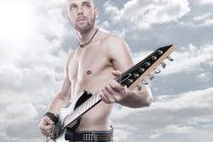 Hombre de la guitarra Fotografía de archivo libre de regalías