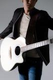 Hombre de la guitarra de la música. fotos de archivo