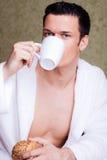 Hombre de la mañana del desayuno Fotos de archivo