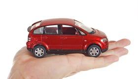 Hombre de la mano de la mano del juguete del coche fotos de archivo libres de regalías