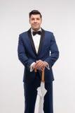 Hombre de la moda con el paraguas del palillo Imagen de archivo libre de regalías