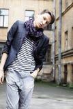 Hombre de la moda de los jóvenes en ropa de sport Imagen de archivo