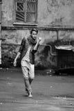 Hombre de la moda de los jóvenes en ropa de sport Imagenes de archivo