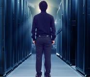 Hombre de la pequeña empresa en centro de datos Imágenes de archivo libres de regalías