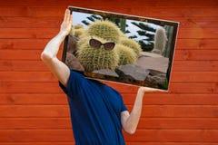 Hombre de la TV TV en vez de la cabeza imágenes de archivo libres de regalías