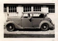 Hombre de la vendimia en coche Fotografía de archivo