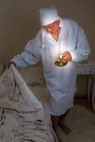 Hombre de la vendimia que se va a la cama Imagen de archivo libre de regalías