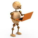 Hombre de madera con la computadora portátil anaranjada Fotografía de archivo