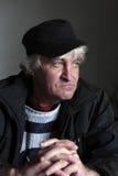 Hombre de mediana edad del retrato en casquillo negro Imagen de archivo libre de regalías