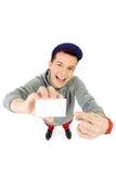 Hombre de mirada fresco que sostiene la tarjeta en blanco Fotos de archivo libres de regalías