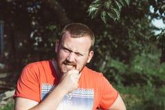 Hombre de mirada irlandés con la cara divertida Imágenes de archivo libres de regalías