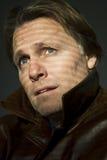 Hombre de mirada pensativo. Fotos de archivo