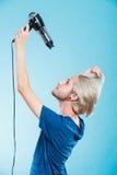 Hombre de moda con el secador de pelo Fotos de archivo