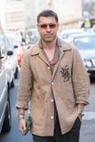 Hombre de moda en la semana de la moda del ` s de Milan Men Imagenes de archivo