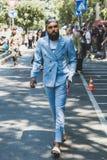 Hombre de moda en la semana de la moda del ` s de Milan Men Foto de archivo libre de regalías