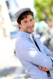 Hombre de moda hermoso en ciudad Imagen de archivo libre de regalías