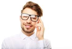 Hombre de moda joven con los vidrios que sonríe, tiro del estudio Imagen de archivo