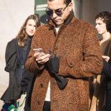 Hombre de moda que presenta durante semana de la moda del ` s de Milan Men Imagen de archivo libre de regalías