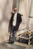 Hombre de moda que presenta durante semana de la moda del ` s de Milan Men Imagenes de archivo